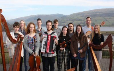 Ensemble Gwerin Ieuenctid Cymru yn cael ymarfer llwyddiannus yng Nglan-llyn ym mis Chwefror